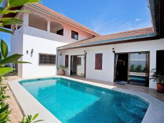 Khao Talo Villa | Sizable 5 Bed Property with Private Pool in Pattaya