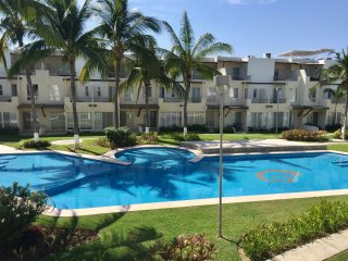 3 bedrooms Villa with swimming pool, near the airport