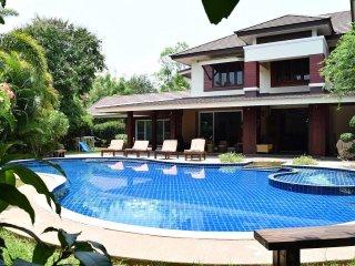 Lanna Karuehaad Villa   6 plus 2 Bed Property near Chiang Mai Center