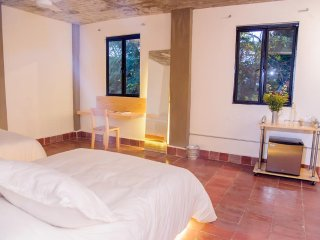 AGRADO GUESTHOUSE (Double Room w/ Balcony 4 Pax)
