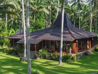 Complex of 3 oceanfront villas,beach, tennis