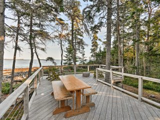 NEW! Oceanfront 1BR+Loft Prospect Harbor Cottage!