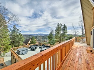 NEW! Modern 4BR Lake Arrowhead Cabin w/ Hot Tub!