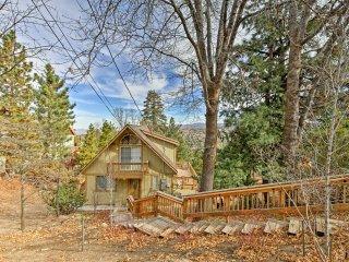 Rustic Modern Cabin w/ Hot Tub & Lake Passes!