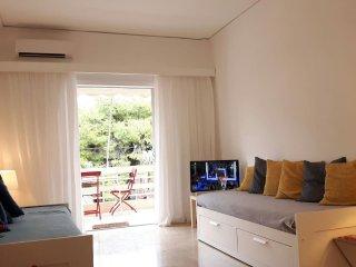 Sunny Apartment in Vouliagmeni