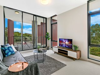 3Km to Sydney CBD & Sydney Airport !! Brand New 2B2B Family Home!!
