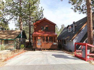 Crafted mountain home close to hiking, lakeside fun, & wintertime adventures