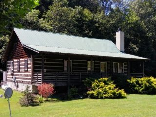Cat's Creek Cabin ~ Creek Front Log Cabin, Walk to Golf!