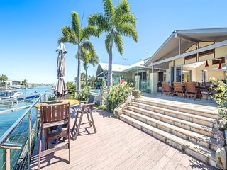 Bribie Island Luxurious canal home!