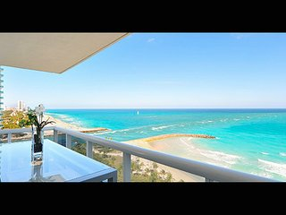 Five-Star Luxury - 3 Bedr Beach Front Penthouse -2.5 Bathrooms