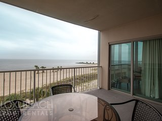 Elegant Beach Suite w/ Free WiFi, Balcony, Grill, Resort Pool & Fitness Center
