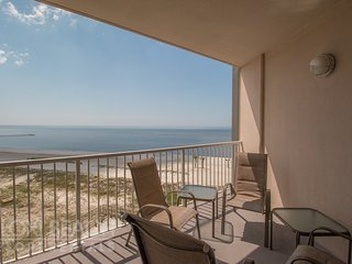 Deluxe Ocean View Condo w/ Private Balcony, Resort Pool & Gorgeous Views