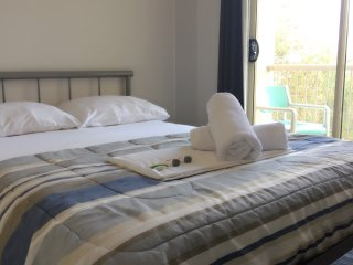 Double bed room in Surfer Paradise Gold Coast backpackers hostel