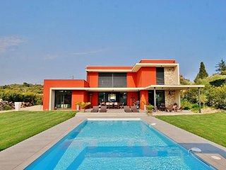 Une Villa A Biot