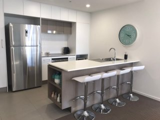 Large 1 Bed Apt+Car Space | City Skyline in Newstead
