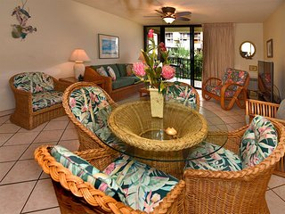 Lush Palm View in Casual Maui Condo w/Full Kitchen, AC, WiFi–Kamaole Sands 8210