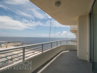 Balcony Gulf Views Condo w/ WiFi, Balcony, Resort Gym & Pool Access