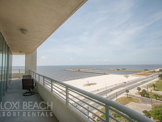 Deluxe 2 BR Condo near Beach w/ WiFi, Complex Pool & Gym Access