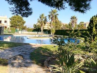 Apartamento a 400m de la playa con jardin privado y piscina