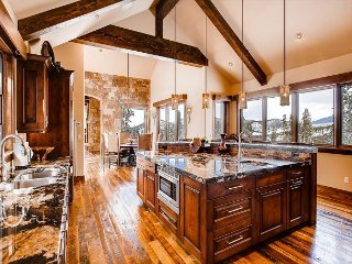 Stunning Mountain Elegance with Expansive Views and Luxury Amenities