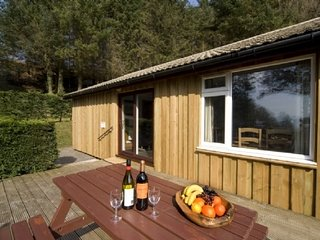 POPLAR LODGE, wi-fi, countryside, off road parking. Ref: 973053