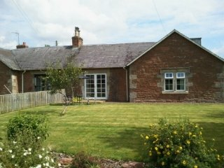 NUMBER FOUR COTTAGE,WiFi,parking,inJedburgh Ref 972464