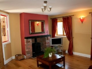 THE FORGE, spa treatments, family cottage, WiFi, garden, parking, Ref: 972410