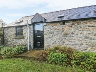 FRONRHYDD FACH, WiFi, countryside views, Letterston 2 miles, Ref 971412