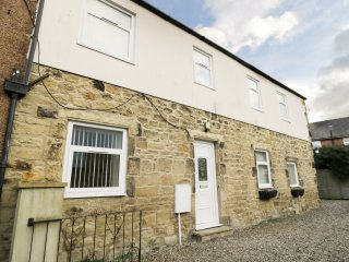 LOWER DRIFTWOOD, WIFI, centre of Amble, close to coast, Ref 968202