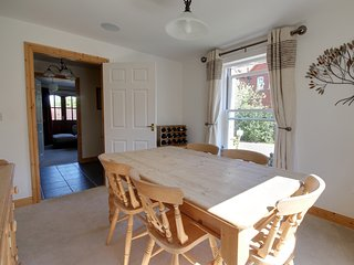 BEECH LODGE, countryside views, en-suites, WiFi, Ref 968168