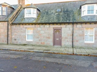 4 HAWTHORN PLACE,  en-suite bedroom, woodburning stoves, in Ballater, Ref