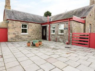 MEADOWHOUSE FARM, countryside views, open plan, Blairgowrie 4 miles, Ref 964122