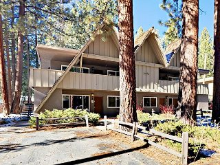 3BR Condo w/ Pool, Hot Tub & Grill - 2 Miles to Heavenly