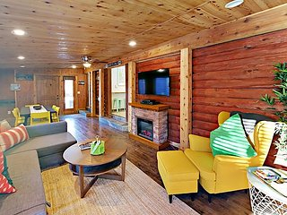 Updated 2BR Cabin w/ Large Patio, Yard, Pool & Hot Tub