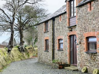THE STABLES, ground floor apartment, two bedrooms, parking, shared swimming pool
