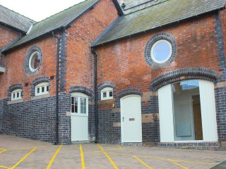 THE CARRIAGE HOUSE, open plan living, en-suite, centre of Shrewsbury, Ref 937317