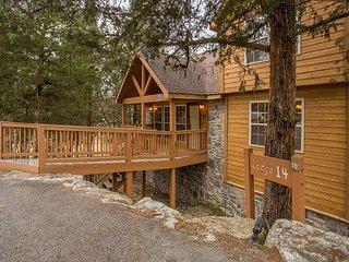 Mayberry Lodge-2 bedroom, 2 bath pet friendly lodge at StoneBridge Resort