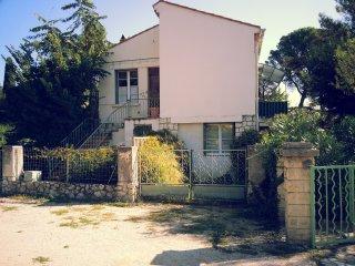 Appartement rez de chaussee dans un tres beau parc a Villeneuve les Avignon