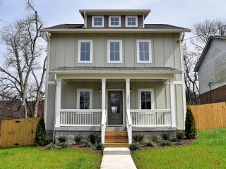 HILLTOP CHARMER ★ Super Close To Downtown ★ 3BR