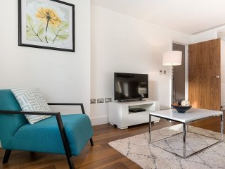 PREMIUM SERVICED APARTMENT IN CANARY WHARF, LP