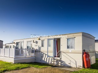 6 Berth Caravan in St Osyth Holiday Park. Clacton-on-Sea. Ref: 28035