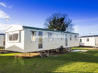 8 Berth Caravan in Seawick Holiday Park. Clacton-on-Sea. Ref: 27023R