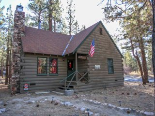 1687 - Pine Haus Vintage Cabin