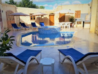 4 Bedroom Villa with Pool & Jacuzzi