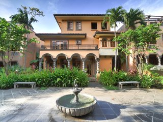 Luxurious 3 br. Villa,Near Beach, Private Pool