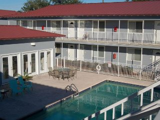 Biloxi Studio near Beach w/ WiFi, Gym & Complex Pool Access