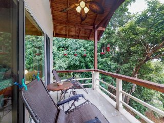 Beautiful home with ocean views, 5 min walk to Meridian private Beach!