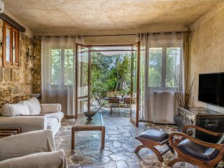 Cosy Villa with Private Garden - 5 min from the beach