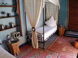 2 Single Beds Room Riad Layalina: Pool, 360° View & Free Secure Parking at Foot