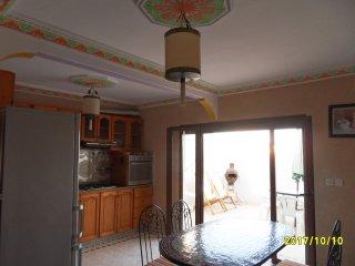 appart BEAU SOLEIL luxueux, propre 2 terrasses WIFI GRATUIT près plage et médina